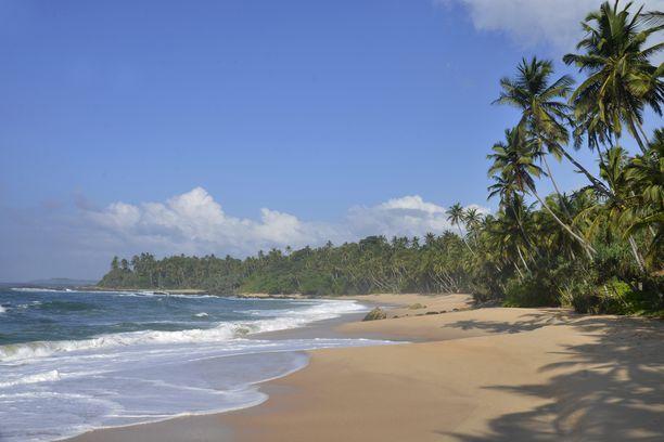 Sri Lankan rannat ovat houkuttelevan kauniita. Jopa niin houkuttelevia, että humalainen matkailija voi sortua ostamaan sellaiselta hotellin.