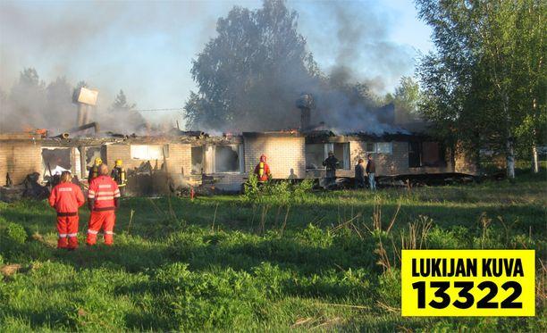Pelastuslaitos epäilee, että palo sai alkunsa sähköhellasta.