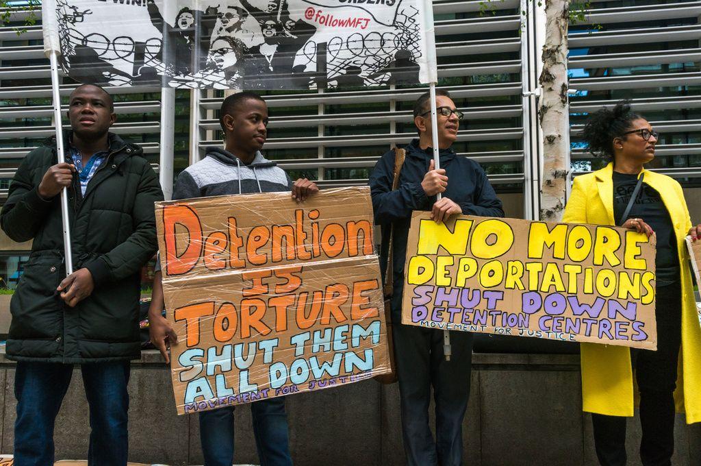 """Turvapaikanhakijoiden kohtalosta päätetään pian """"alueellisissa lajittelukeskuksissa"""""""