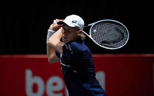 Upeaa! Emil Ruusuvuori eteni ensimmäistä kertaa ATP-turnauksen puolivälieriin – ottelussa trillerimäinen loppu