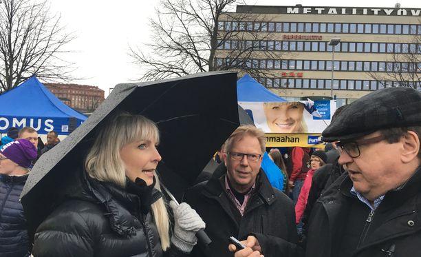 Huhtasaari sanoi Hakaniemen torilla, että hän haluaa vahvistaa suomalaista identiteettiä ja päättää Suomen rajoista.