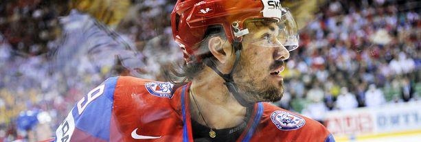 Venäläinen Jevgeni Artjuhin on pelottava ilmestys kaukalossa.