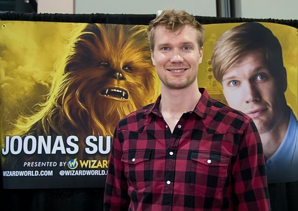 Joonas Suotamo näyttelee Chewbaccaa Star Wars -elokuvissa.
