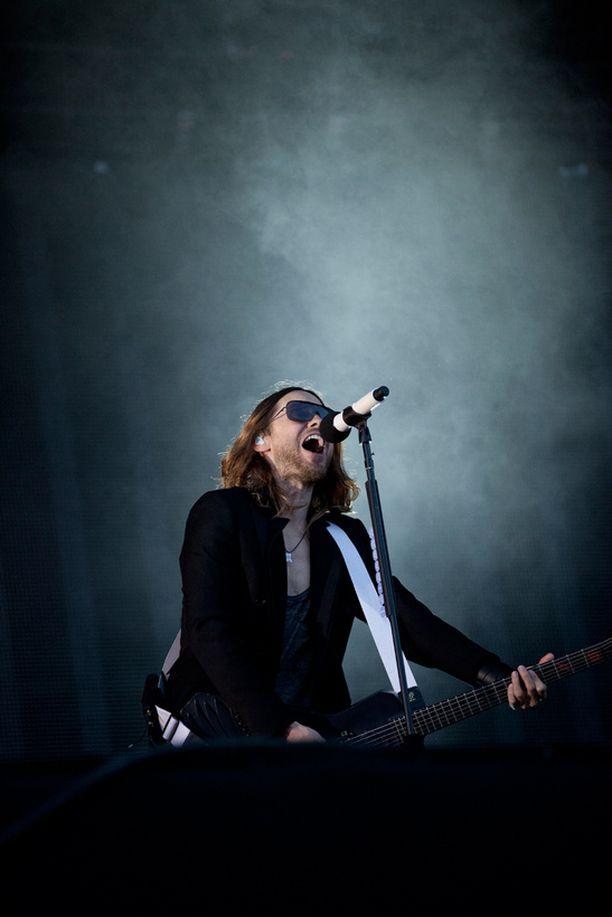 Jared Leton lupaili innokkaalle suomalaisyleisölle pääsyä yhtyeen uudelle musiikkivideolle.