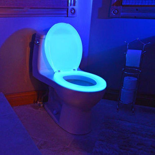 Hohtava vessanrengas, jotta osaat suunnistaa pöntölle pimeässäkin.
