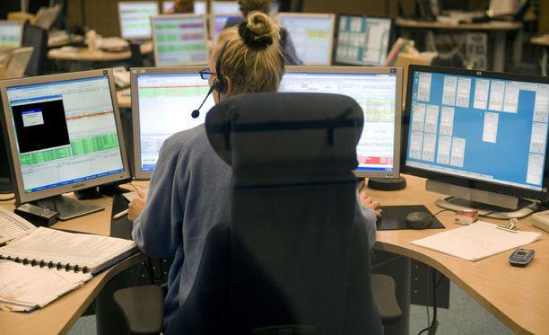 Hätäkeskuslaitoksen henkilöstön keski-ikä on noin 44 vuotta. Kuva Pirkanmaan hätäkeskuksesta.
