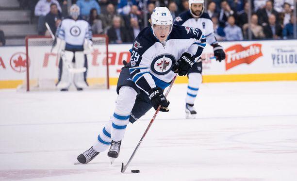 Patrik Laine ratkaisi voiton Winnipeg Jetsille rangaistuslaukauskisassa.