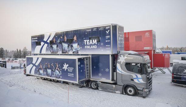 Suomen uudistettu huoltorekka karautti Rukan maailman cupin huoltoalueelle alkuviikosta. Huolto- ja taukotila nousee jopa mahtimaa Norjan rekkaa korkeammalle.