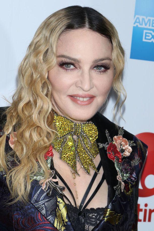 Madonna tekee paljon hyväntekeväisyystyötä Malawissa. Tähdellä on myös hyväntekeväisyysjärjestö nimeltä Raising Malawi.