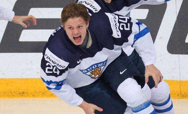 Kasperi Kapanen juhli tammikuussa nuorten MM-kullan ratkaisijana.