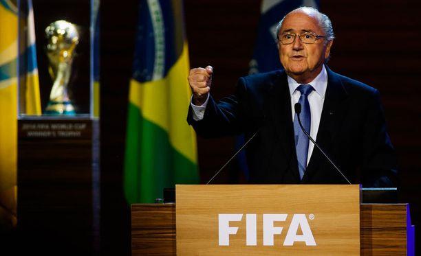 Sepp Blatter ja FIFA tekevät MM-kisoilla hyvän tilin, mutta hinta siitä on kova.