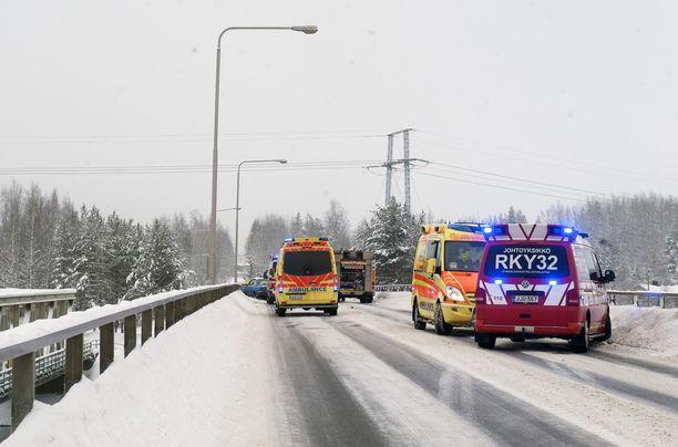 Kuva onnettomuuspaikalta Voikkaan sillalta.