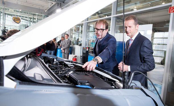 Volkswagen myönsi 21. syyskuuta, että 11 miljoonassa sen valmistamassa diesel-autossa oli päästöjä väärentävä laite.