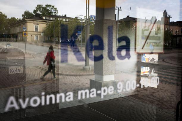 Huipputuloiset – Suomen rikkain promille -kirja osoittaa, että osa Suomen rahaeliitistä on vieraantunut arkitodellisuudesta, muiden kokemista vaikeuksista ja työttömyyden syistä.