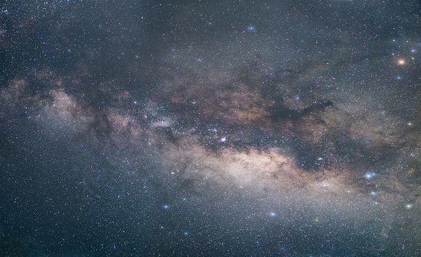 KIC 8462852 sijaitsee linnanradallamme noin 1 480 valovuoden päässä maasta.