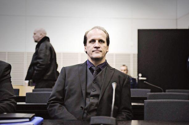 Wincapita-klubin perustaja Hannu Kailajärvi on tuomittu hovioikeudessa törkeästä petoksesta ja rahankeräysrikoksesta viideksi vuodeksi vankeuteen. Korkein oikeus piti tuomion ennallaan.