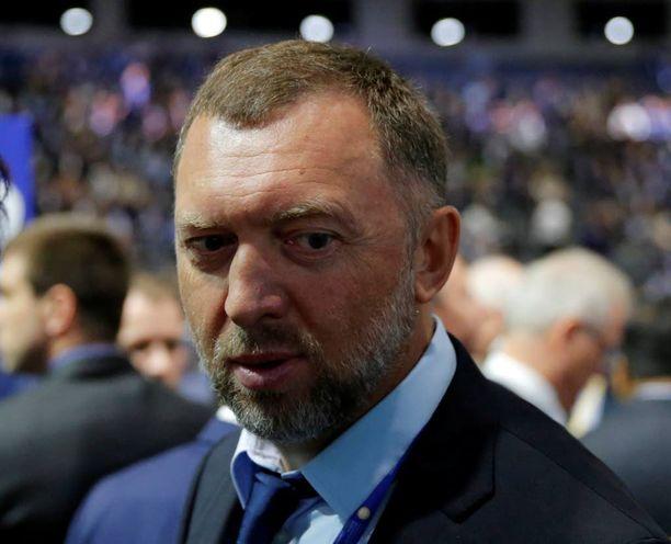 Vanhanen kertoo tapaavansa venäläisiä muun muassa DER-ajatushautomon puitteissa. Ajatuspajan johtokuntaan kuuluu Vanhasen ohella esimerkiksi venäläisoligarkki Oleg Deripaska.