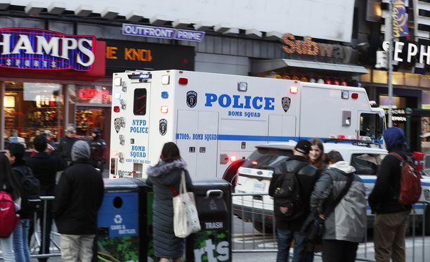 Pommi räjähti Port Authorityn linja-autoaseman alapuolella olevassa tunnelissa.