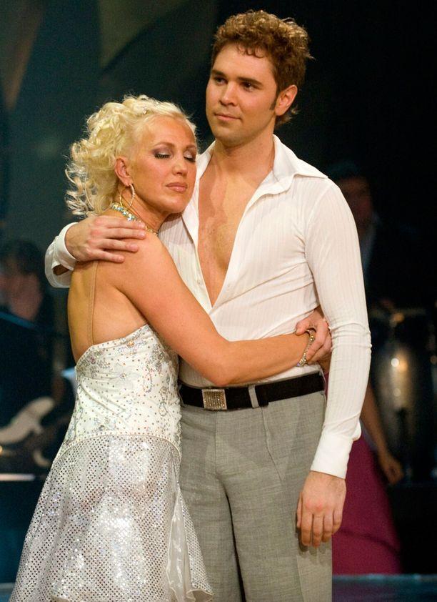 Merja Larivaara ja Janne Talasma tanssivat kisassa vuonna 2008.