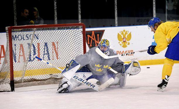 Henrik Lundqvist treenasi eilen Tre Kronorin kanssa.
