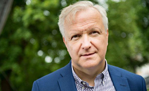 Elinkeinoministeri Olli Rehnille (kesk) tehdään pieni kirurginen operaatio. Arkistokuva.