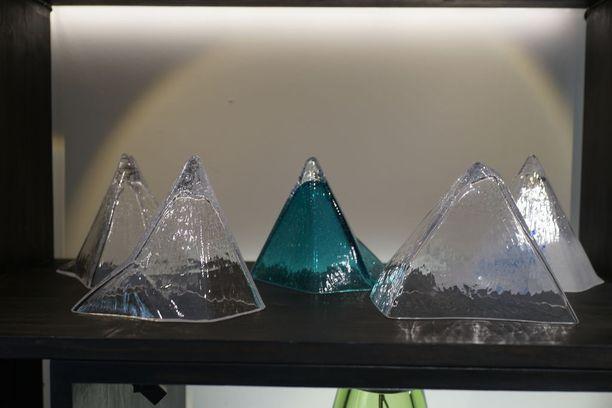 Majurin Vuoret-sarjan teokset maksavat kappaleelta 320 euroa.