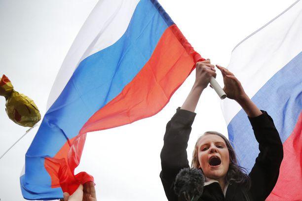 Monilla oli mukanaan Venäjän lippu.