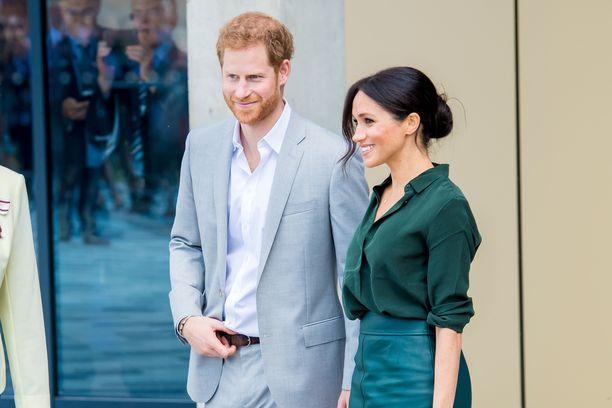Prinssi Harryn ja herttuatar Meghanin suhde alkoi yhteisen ystävän järjestämistä treffeistä.