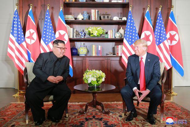 Kim Jong-un ja Donald Trump tapasivat kesäkuussa Singaporessa. Tapaamisesta ei jäänyt juurikaan muita muistoja kuin valokuvat.