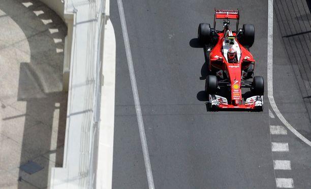 Kimi Räikkösen Monaco-viikonloppu ei suju parhaalla mahdollisella meiningillä.