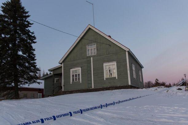 Järkyttävä kaksoissurma tapahtui Pyhällön kylässä Haminassa. Ennen Pyhältö kuului Vehkalahden kuntaan, mutta Vehkalahti ja Hamina yhdistyivät 2000-luvun alussa.