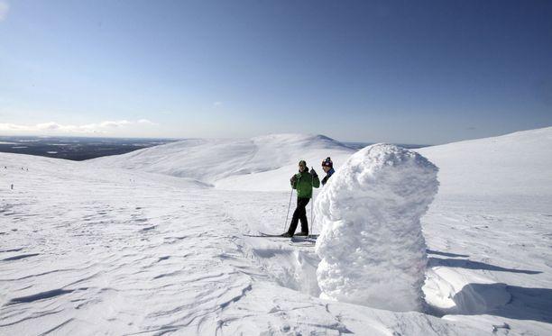 Kevätaurinko alkaa väistämättä lämmittää, vaikka pakkaslukemissa pysytään vielä Suomessakin.