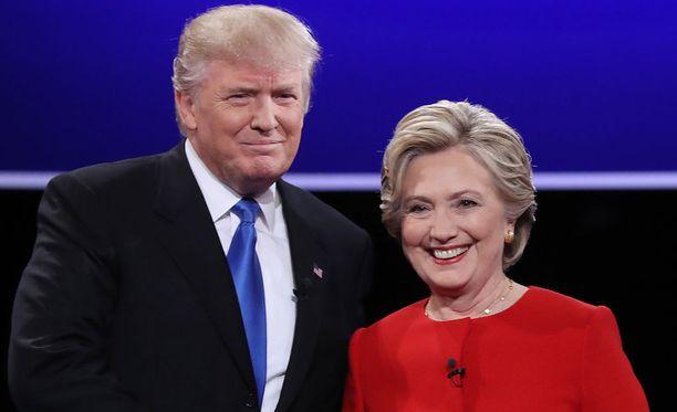 Donald Trump ja Hillary Clinton kuvattuna presidentinvaaliväittelyssä syksyllä 2016.