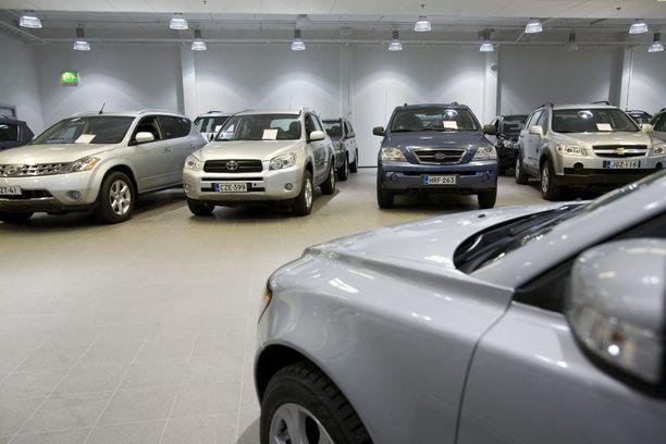 Autojen myyminen muuttui hankalaksi Trafi-sopan myötä. Arkistokuva.