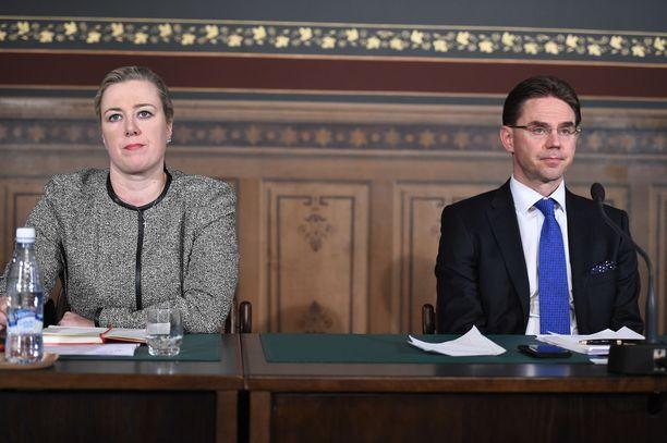 Eläkkeiden raippavero säädettiin Jyrki Kataisen (kok) ja Jutta Urpilaisen (sd) johtaman hallituksen aikana.