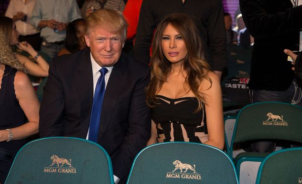 Donald ja Melania Trump olivat Las Vegasin MGM Grandissa katsomassa Mayweatherin ja Manny Pacquiaon kohtaamista toukokuussa 2015.