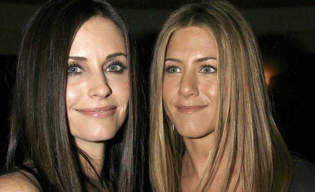 Jennifer Aniston ja Courteney Cox ovat edelleen hyviä ystäviä, vaikka yhteisen Frendit -televisiosarjan kuvaaminen päättyikin jo vuosia sitten.