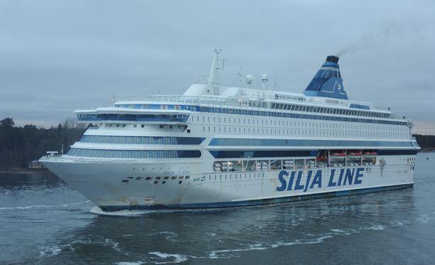 Silja Europa aiemmalla reitillään Maarianhaminan edustalla vuonna 2008.