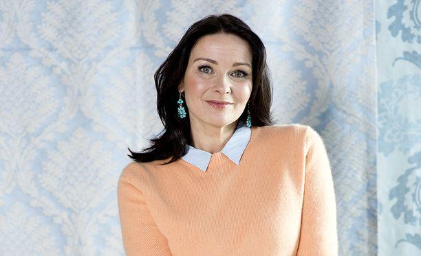Johanna Nurmimaa on nähty Salattujen elämien lisäksi useissa musikaaleissa ja näytelmissä.