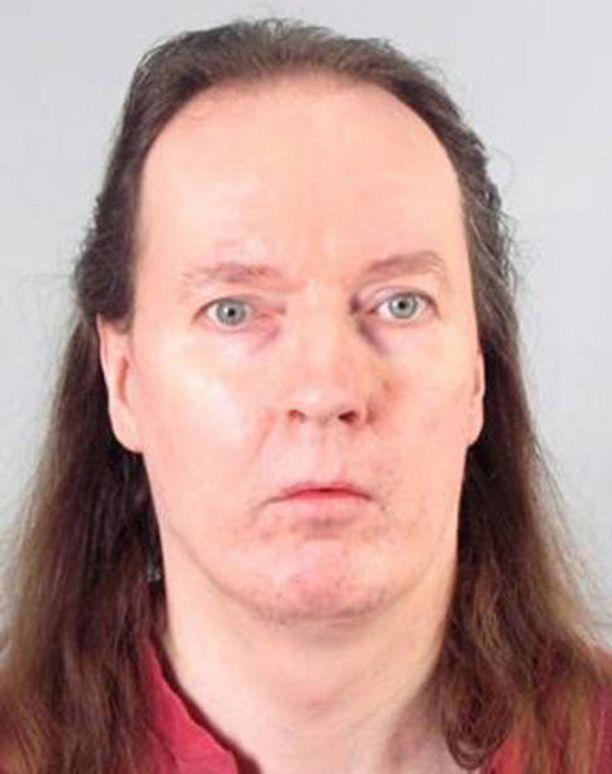 Michael Penttilä on aiemmin tuomittu kolmesta henkirikoksesta ja useista tapon yrityksistä. Uhrinsa hän on tappanut kuristamalla.