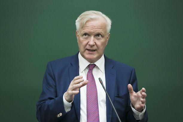 Suomen Pankin pääjohtaja Olli Rehn esittelee eduskunnassa Suomen talouden tilaa.