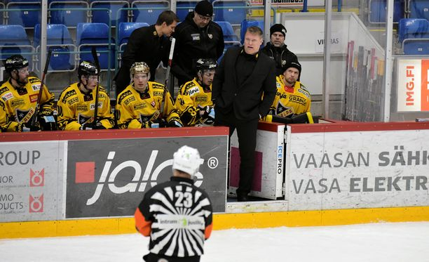 Pekka Virralla oli sanottavaa JYP-matsin tuomaristolle.