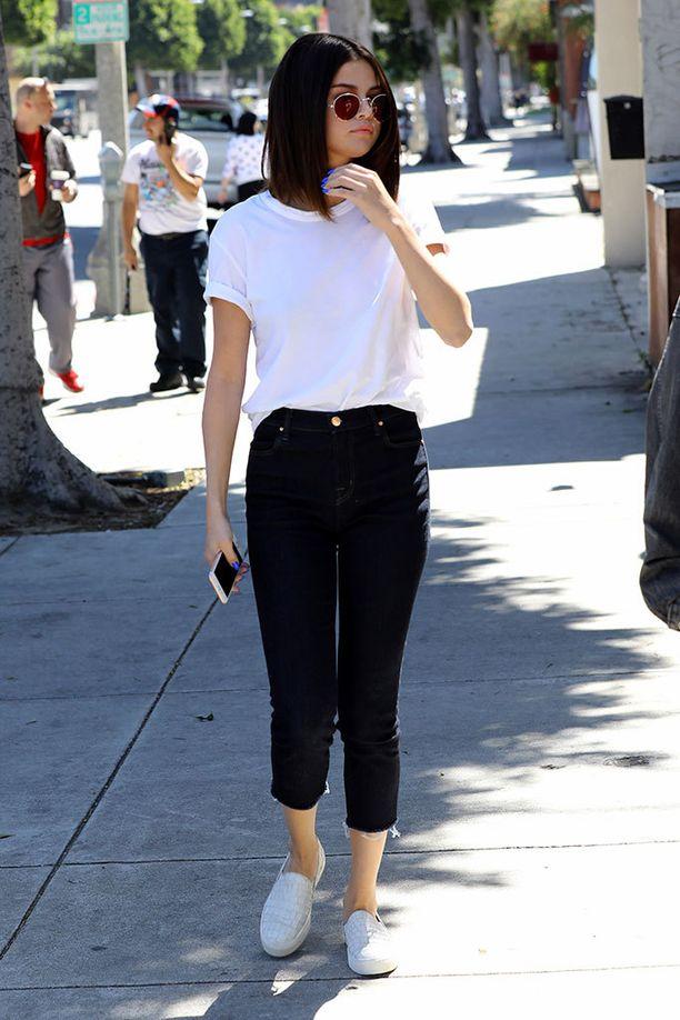 Näpsäkkä polkka sopii hyvin Selena Gomezin simppeliin tyyliin.