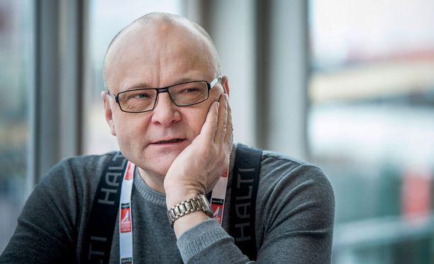 Väsymys yllätti Tapio Suomisen kesken selostuksen.