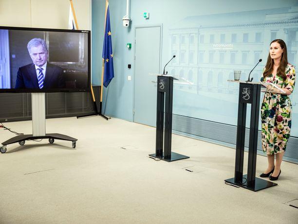 Tasavallan presidentti Sauli Niinistö osallistui pääministeri Sanna Marinin (sd) tiedotustilaisuuteen etäyhteydellä Presidentinlinnasta.
