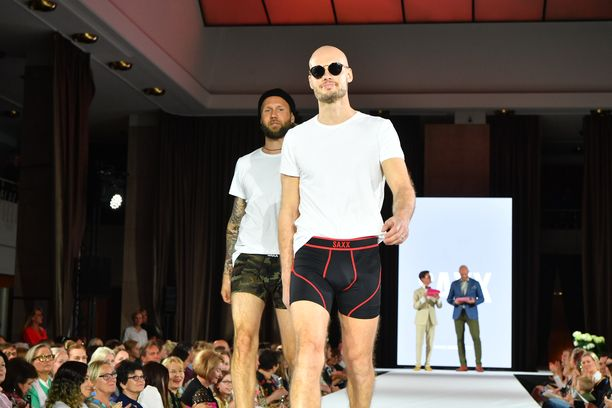 Selviytyjistä tuttu Kim Herold on ollut ranskalaissuunnittelija Jean-Paul Gaultierin suosikkimalli, tosin vuosia sitten. Kimiltä käy yhä catwalk-tyyli.