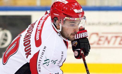 Sam Povorozniouk sai kuuden ottelun kakun huitomisestaan.