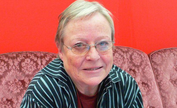 Ruotsissa asunut suomenruotsalainen toimittaja ja kirjailija Yrsa Stenius kuoli 73-vuotiaana.