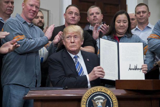 Trump määräsi teräkselle 25 prosentin ja alumiinille 10 prosentin tullimaksut, joiden on määrä astua voimaan EU:n osalta parin viikon kuluttua.