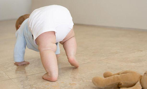 Karhukävelyyn voi ottaa mallia vauvaikäisiltä.